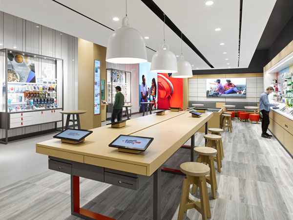 Rogers store with digital signage